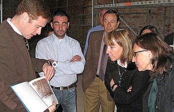 María Ángeles García visita las obras de restauración del Palacio de los Duques de Medinaceli en Cogolludo