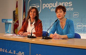 Carmen Fúnez y Mª Ángeles Martínez en rueda de prensa.