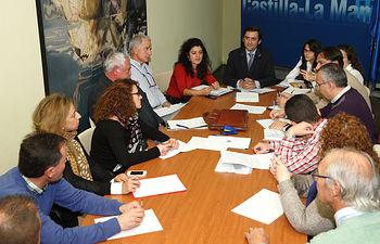 Tirso Yuste reunión con viticultores y viveristas. Foto: JCCM.