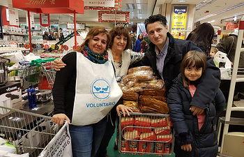 Pedro Soriano colabora con 100 euros en 'La gran recogida' del Banco de Alimentos