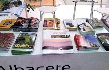 Publicidad de la provincia de Ciudad Real en el stand de Albacete.
