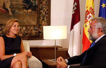 Cospedal se reúne con el alcalde de Talavera de la Reina, Jaime Ramos. Foto: JCCM.