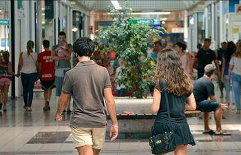 Según un estudio europeo, una tercera parte de los consumidores adultos europeos tiene problemas de descontrol en la compra o en el gasto.