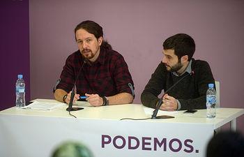 El secretario general de Podemos, Pablo Iglesias, y el secretario de Relaciones Internacionales de Podemos, Pablo Bustinduy.