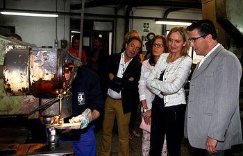 Casero visita empresas de cuchilleria de Madrigueras (AB) III. Foto: JCCM.