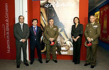 María Dolores de Cospedal visita la Exposición de Cervantes en el Museo del Ejército