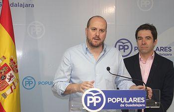 Lucas Castillo portavoz del PP de  Guadalajara y Lorenzo Robisco coordinador general provincial.