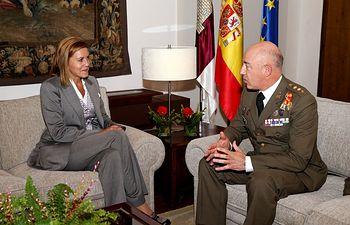 Cospedal junto al coronel Luis Manuel Candal. Foto: JCCM.
