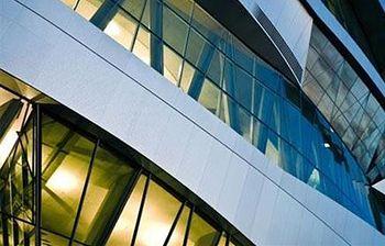 Foto de un Edificio Moderno Industrial (Ministerio)