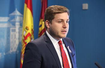 El portavoz del Gobierno, Nacho Hernando, informa, en la sala de prensa de las Cortes de Castilla-La Mancha, de asuntos de interés regional. (Fotos: Ignacio López // JCCM)