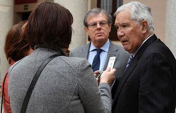 El rector y Rodríguez Bereijo durante su comparecencia ante los medios.