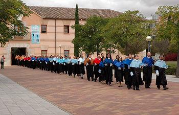 La tradicional procesión de Rectores se encamina al Paraninfo de Ciudad Real
