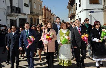Cospedal, en la procesión de Navas de Jorquera, acompañada por el presidente del PP de Albacete, Francisco Núñez, y cargos públicos del Partido Popular.