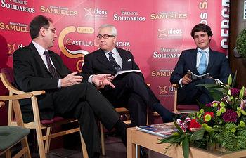 De izquierda a derecha: Alipio Lara, director del IVICAM, Manuel Lozano, director del Grupo de Comunicación La Cerca, y Manuel Lorenzo, gerente de la Bodega Los Aljibes.