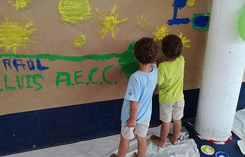 Confeccionando el mural.