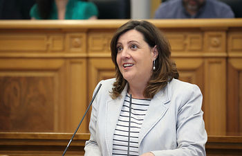 La consejera de Economía, Empresas y Empleo, Patricia Franco durante su intervención en el debate en las Cortes regionales. Foto: JCCM.