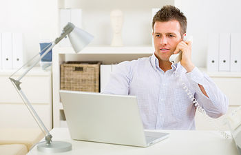 Trabajador - Oficina - Ordenador.