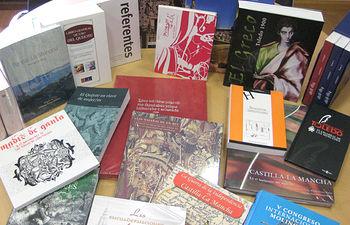 El Gobierno de Castilla-La Mancha está enviando a las bibliotecas públicas de de la región cerca de 7.000 obras publicadas en torno a la celebración del IV Centenario de El Quijote y las conmemoraciones culturales que recientemente se han llevado a cabo en Castilla-La Mancha.