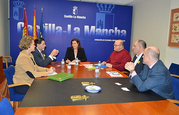La consejera de Economía, Empresas y Empleo ha mantenido una reunión en Toledo con representantes de Cáritas Diocesana de Ciudad Real y Albacete