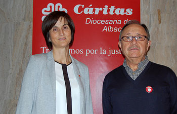 La Directora de Cáritas, Carmen Escribano, y el Secretario General, José Manuel Lara.