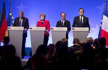 El presidente del Gobierno español, Mariano Rajoy, la canciller alemana, Angela Merkel, el presidente francés, François Hollande y el primer ministro italiano, Paolo Gentiloni, durante su comparecencia en la Cumbre de Versalles.