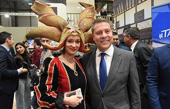 El presidente del Gobierno regional, Emiliano García-Page, visita el stand de Castilla-La Mancha en FITUR. Foto: Jose Ramon Marquez//JCCM