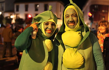 Numeroso público disfrutó el día de Navidad del Desfile Popular de Máscaras.
