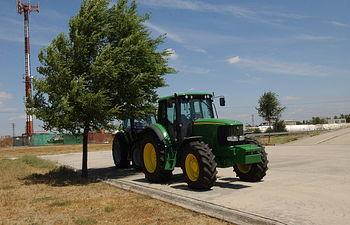 La obra '100 años del tractor en España' muestra la contribución de este vehículo en la mejora y evolución de la agricultura de nuestro país. Foto: Ministerio de Agricultura, Alimentación y Medio Ambiente