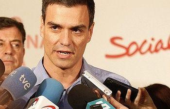 Pedro Sánchez en un momento de sus declaraciones a los medios