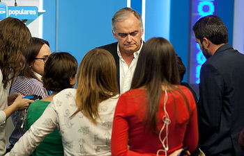 Esteban González Pons comparece ante los medios de comunicación