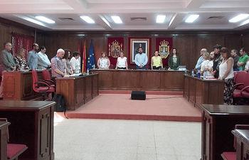 Se ha guardado un minuto de silencio al comienzo de la sesión, como muestra de rechazo de la violencia de género y en solidaridad con las víctimas. Fotografía: Ayuntamiento de Azuqueca