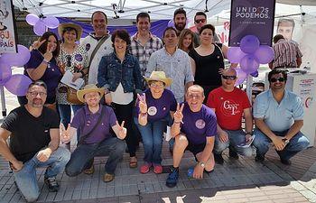 La cabeza de lista de Unidos Podemos en la provincia de Toledo, Gloria Elizo, visita el mercadillo de Torrijos