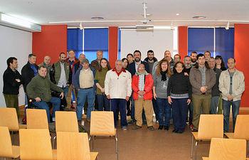 Foto de familia tras la firma de los convenios. Fotografía: Álvaro Díaz Villamil / Ayuntamiento de Azuqueca