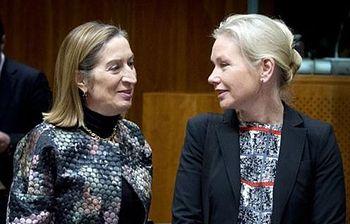 La ministra de Fomento, Ana Pastor, con la ministra de Infraestructuras sueca, Anna Johansson. Foto: Ministerio de Fomento.