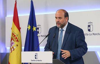 El vicepresidente de Castilla-La Mancha, José Luis Martínez Guijarro, informa, en el Palacio de Fuensalida, sobre asuntos tratados en el Consejo de Gobierno. (Fotos: Ignacio López // JCCM)