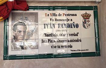 Placa homenaje a Iván Fandiño.