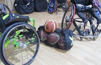 foto basket en silla.
