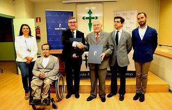 Marcial Marín firma convenio con Asociación contra el Cáncer. Foto: JCCM.