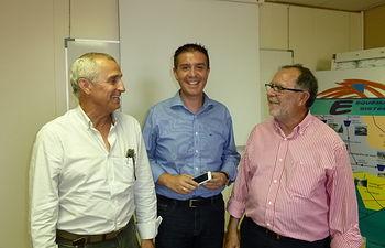 El presidente de la Diputación de Albacete, Santiago Cabañero, mantuvo una reunión con los principales representantes de la Junta Central de Regantes de la Mancha Oriental para conocer la situación actual y las peticiones por parte del colectivo.