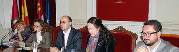 Participantes en el acto inaugural y primeros ponentes.