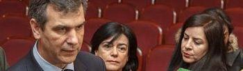 El alcalde durante la visita de ayer al Teatro Moderno