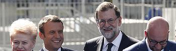 El presidente del Gobierno, Mariano Rajoy, posa junto al presidente de la República Francesa, Emmanuel Macron, al primer ministro belga, Charles Michel, y la presidenta de Lituania, Dalia Grybauskaite, con motivo de la inauguración de la nueva sede de la organización.