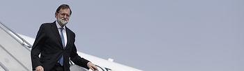 El presidente del Gobierno, Mariano Rajoy, a su llegada al aeropuerto internacional Félix Houphouët-Boigny de Abiyán (Costa de Marfil).