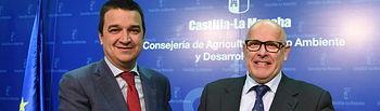 El Consejero de Agricultura Firma el protocolo como Patrono de la Fundación Dieta Mediterránea. Foto: JCCM.