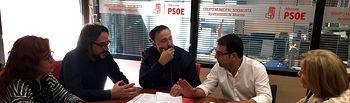 Foto reunión alcalde Aguas Nuevas con Grupo Municipal Socialista.