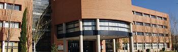 La Universidad de Castilla-La Mancha ha realizado un estudio que se ha basado en los datos obtenidos de una encuesta de opinión enviada a cerca de 2.300 empresas del sector de la industria agroalimentaria y metalmecánica ubicadas en Castilla-La Mancha. En la fotografía, Facultad de Económicas de la UCLM.