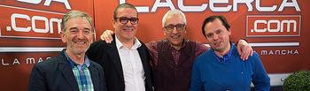 Juan Trinidad Jiménez, profesor de Economía de Secundaria del I.E.S. Andrés de Vandelvira de Albacete, José Baños, coordinador de la Olimpiada de Economía de la UCLM, Juan Pedro Molina, presidente de la Asociación de Docentes de Economía en Secundaria de C-LM (ADES-CLM) y Manuel Lozano, director del Grupo Multimedia de Comunicación La Cerca.