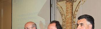 El consejero de Salud y Bienestar Social, Fernando Lamata (c) ha inaugurado esta tarde en Toledo el Foro sobre Nuevos Avances de la Profesión Enfermera. Junto al presidente del Consejo General de Enfermería, Máximo González (1i) y el presidente regional y del Colegio de Enfermería de Toledo, Roberto Martín (1d).