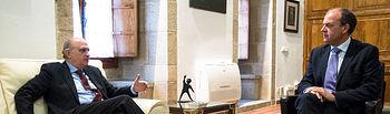 El ministro del Interior, Jorge Fernández Díaz, durante la reunión con el presidente de la Junta de Extremadura, José Antonio Monago. Foto: Ministerio del Interior