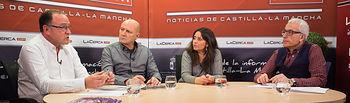 Gerardo Gutiérrez Ardoy, funcionario de la Junta de Comunidades de Castilla-La Mancha y profesor de la UCLM; Antonio González Cabrera, médico de familia; Donelia Roldán, abogada especialista en ayuda a refugiados; y Manuel Lozano Serna, director del Grupo Multimedia de Comunicación La Cerca.